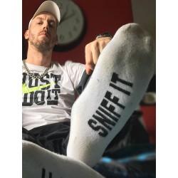 "Sneak Freaxx Sniff It Socks White One Size calze sportive bianche con scritta ""Sniff It"""